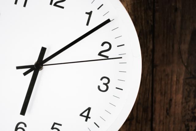 文字起こしは自分でやると時間がかかる?60分の音声にかかる目安時間は?